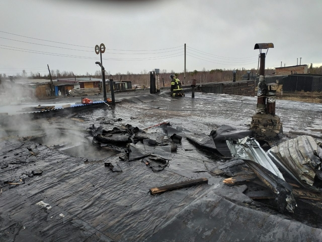 В Инте сгорели гаражи и автомобиль Иж «Ода»